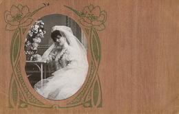 Carte Façon Bois.  Decor Art Nouveau . Photo Jeune Mariée . Legers Defauts Coin Inf . Gauche - Ansichtskarten