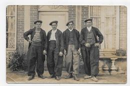 (RECTO / VERSO) LONGWY - PERSONNAGES DEVANT UNE MAISON EN 1917 - PLI ANGLE BAS A GAUCHE - CARTE PHOTO CPA - Longwy