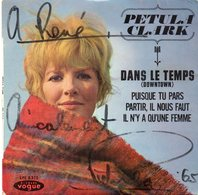 Autographe De Petula Clark Sur Pochette De Disque 45 Tours - Autres Collections