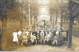 77-Lagny-sur-Marne- Carte-Photo D'un Groupe De Blessés Et Soignants Dans Le Parc D'un Hôpital En 1917 - Lagny Sur Marne