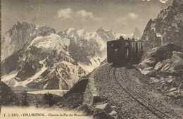 CHAMONIX  Chemin De Fer Du Montenvert TRAIN  Gros Plan RV - Chamonix-Mont-Blanc