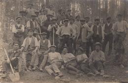 CARTE PHOTO ALLEMANDE - GUERRE 14-18 - VOSGES - VOGESEN - VALLÉE DE MUNSTER - OUVRIERS DU HILFSDIENST ? - Weltkrieg 1914-18