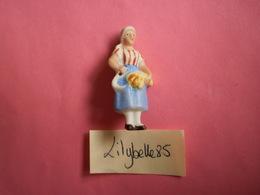 Feve Ancienne Allemande En Porcelaine - LA MOISSONNEUSE - Serie LES METIERS 1939 - Rare ( Feves Figurine Miniature ) - Olds