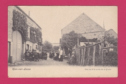 55 - HAN SUR LESSE - Une Rue à La Sortie De La Grotte - Francia
