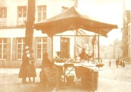 Tournai - Etal D'une Marchande Sur La Terrasse De La Madeleine Lors Du Sacre De 1885 - Doornik