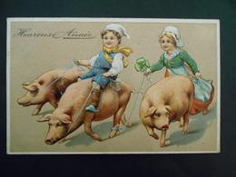 Petit Garçon Assis Sur Cochon Et Petite Fille Tenant Cochons Avec Ruban Bleu - Gaufrée - Série 6174 - Cerdos