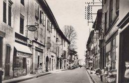 T1 - Carte Photo - Cpsm 38 - BEAUREPAIRE - La Rue De La République - Magasins Coiffeur - Patisserie - Beaurepaire