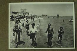 PESARO -1949-  SPIAGGIA  -ANIMATA  -  BELLA - Italie