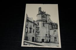 9881                QUIMPER,   L'EVECHE, VU DE LA COUR - Quimper