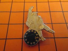 2719 Pin's Pins / Beau Et Rare  / THEME : SPORT / BAGARRE EN PYJAMA JUDO EUROPE - Judo