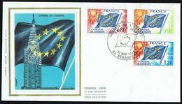 """Y/T SERVICE N° 46/48 S/ FDC """"soie"""" - Oblitération """" STRASBOURG - 22 NOV 1975"""" - Conseil De L'Europe, Drapeau. - FDC"""