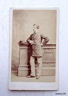 Ancienne Photo CDV - Homme élégant En Pied, Identifié, Signature Illisible-  Photographe LE JEUNE à Paris  - XIXème - Old (before 1900)