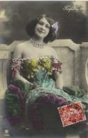 Farfalla Epaules Nues  Petit Noeud Violet Dans Les Cheveux 3 RV - Entertainers