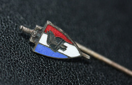 """WWII Insigne De Col Avec épingle Etat Français """"Légion Française Des Combattants (LFC) Casque Gaulois"""" Pétain - WW2 - 1939-45"""