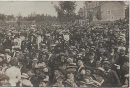 SOISSONS   CARTE PHOTO  LA FOULE EN 1910  VOIR LES SCANS - Soissons