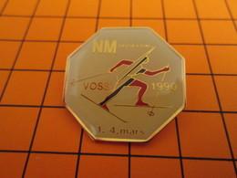 BRO120 Pas Pin's Mais BROCHE état Neuf : SPORTS / BIATHLON  VOSS 1990 - Biathlon