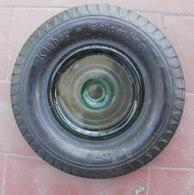 Cendrier Ou Vide Poche Publicitaire Pneu KLEBER COLOMBES, Diamètre 16 Cm, Intérieur En Verre - Cendriers