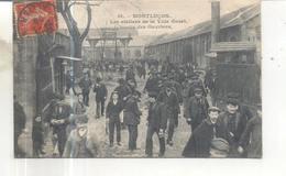 51. Montlucon, Les Ateliers De La Ville Gozet, Sortie Des Ouvriers (CP Vendue Dans L'état) - Montlucon