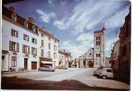 GANNAT - Place De L'église  - Voiture : Citroen DS - 2 CV - Renault 4 L - Autres Communes