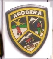 G249 Pin's Spain Espana Espagne Andorre Andorra 3 Ski écusson Achat Immédiat - Wintersport