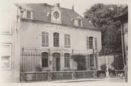 LES RICEYS - L'HOTEL DE VILLE DANS LES ANNEES 1950 - BELLE CARTE - PHOTO - PETITE ANIMATION - 2 SCANNS - TOP !!! - Les Riceys