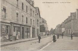 FOUGERES ( I. Et V. ) - La Rue De Nantes. Epicerie Mercerie LEBEAU Débitant - Personnages. Carte Animée. - Fougeres