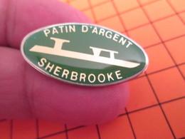 BRO120 Pas Pin's Mais BROCHE état Neuf / THEME SPORTS / PATINAGE SUR GLACE PATIN D'ARGENT SHERBROOKE - Wintersport