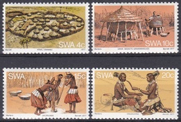 Südwestafrika SWA Namibia 1977 Kultur Culture Wambos Tradition Folklore Alltag Getreide Hirse Kral Dörfer, Mi. 431-4 ** - África Del Sudoeste (1923-1990)