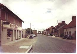 CHAMBLET - Route De Moulins-Montluçon - Voiture : Renault 4 L - 4 CV - Peugeot 404 -Citroen Traction - Lapalisse