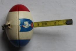 Rare Porte Clés FFR Fédération Française De RUGBY Forme Ballon De Rugby Avec Ruban Mètre - Rugby