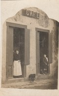 CPA-PHOTO Carte-Photo (16) VERTEUIL 1916 Café NEUVILLE Avec La Patronne Et Neveu André DAGEN (Futur Maire)  (2 Scans) - France