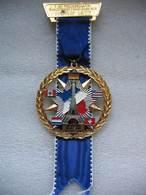 Médaille De La 7eme Journée Internationale De La Randonnée De L'Amitié Franz Garrison Horb 1977. Tour Eiffel - Insignes & Rubans