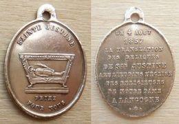 NM-028 Médaille Ancienne Laiton Ste Justine.Au Dos Le 4 Août 1857, La Translation Des Reliques De Ste Justine A Eu Lieu - Religion & Esotericism