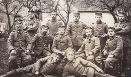 AK Foto Gruppe Deutsche Soldaten - Pfeifen Rauchen - 1915  (46844) - Guerra 1914-18