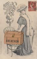 CPA à Système Avec Vues Dépliantes (33) ARCACHON Femme Women Girl Mode Malle Fantaisie  (2 Scans) - Met Mechanische Systemen