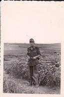 Foto Deutscher Soldat In Petrofka - Russland - 1943 - 8*5cm (46866) - Krieg, Militär