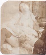 Érotique Couple - Carte Découpée Format : 8 X 9,7 Cm - En L'état - 2 Scans - Desnudos Adultos (< 1960)