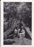 Foto 2 Deutsche Soldaten In Zelt In Lottikowo - Ukraine - 1943 - 8*5cm (46878) - Krieg, Militär