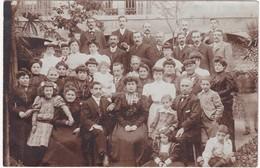 Carte Photo : Réunion De Famille : Enfants - Femmes Hommes - ( En Belle Tenue Vestimentaire ) - Photographie