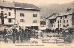 CPA GUILLESTRE ( Htes Alpes ) - Place Sainte-Catherine - Guillestre