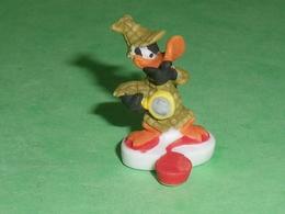 "Fèves / Film / BD / Dessins Animés /  WB :  Daffy Duck , Sherlock Daffy  "" Mat ""   T96 - Cartoons"