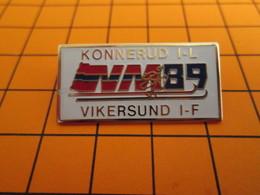BRO120 Pas Pin's Mais BROCHE état Neuf / THEME SPORTS D'HIVER / SAUT A SKI ? KONNERUD VIKERSUND - Wintersport