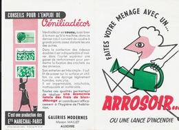 Publicité: Véniliadécor - Faites Le Ménage Avec Un Arrosoir Ou Une Lance à Incendie - Illustration Legrand 1953 - Advertising
