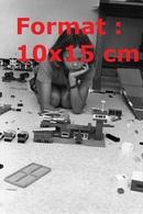 Reproduction D'une Photographie Ancienne D'une Fillette Jouant Au Lego En 1980 - Riproduzioni