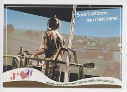 Armée De Terre - Sous L'uniforme Rien N'est Banal - Un Métier Recrutement Terre Défense (cp Vierge) - Reggimenti