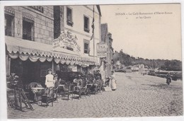 22 DINAN Le Café Restaurant D'Ile De France , Façade Avec Terrasse  Serveuse - Dinan