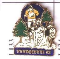 I133 Pin's Chien De Traîneau Husky Sled Dog VANDOEUVRE Nancy Qualité EGF Meurthe Moselle Achat Immédiat - Animaux