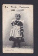 Vente Immediate La Petite Bretonne Vous Salue ( Fillette Costume Breton Artaud Nozais Ref 40290) - Bretagne
