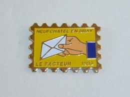 Pin's LE FACTEUR DE NEUFCHATEL EN BRAY - Mail Services