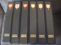 Album Timbres Stanley Gibbons Isle Of Man I + II Guernsey Jersey I + II Alderney Lot De 6 Albums Avec 5 Emboîtages Stamp - Albums & Reliures